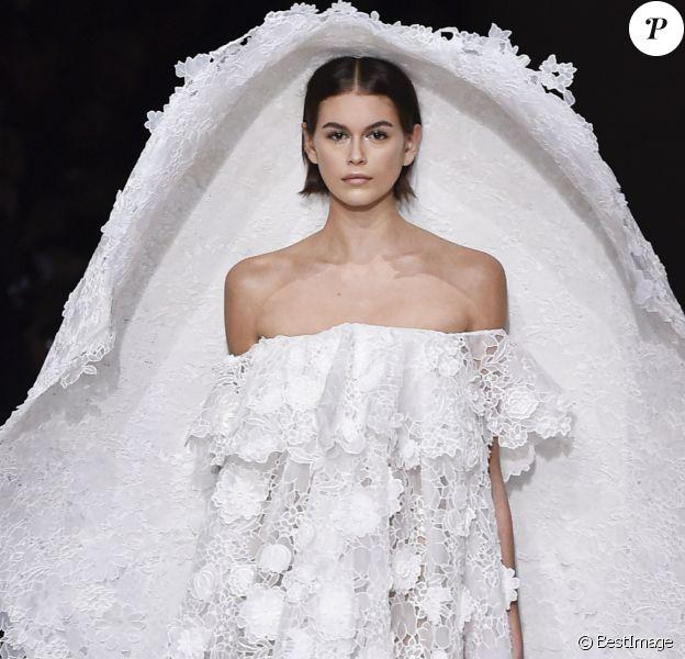 Kaia Gerber défile pour Givenchy, collection Haute Couture printemps-été 2020. Paris, le 21 janvier 2020.