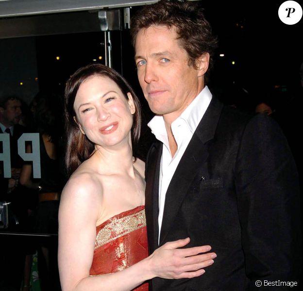 """Renée Zellweger et Hugh Grant à la première du film """"Bridget Jones : l'âge de raison"""" à Londres en 2004."""