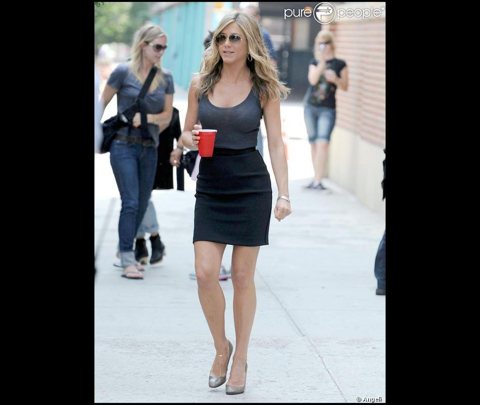 Une allure de working girl pour Jennifer Aniston en plein ...