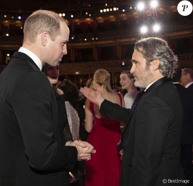 Le prince William, duc de Cambridge et Joaquin Phoenix lors de la 73e cérémonie des British Academy Film Awards (BAFTA) au Royal Albert Hall à Londres, le 2 février 2020.