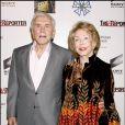 Kirk Douglas est décédé à 103 ans, le 5 février 2020 - Kirk Douglas et son épouse Anne à Los Angeles. Photo non datée.