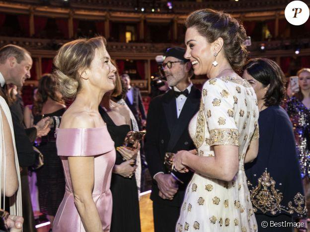 Kate Middleton, la duchesse de Cambridge et Renée Zellweger lors de la 73e cérémonie des British Academy Film Awards (BAFTA) au Royal Albert Hall à Londres, le 2 février 2020.