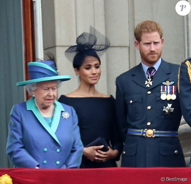 La reine Elisabeth II d'Angleterre, Meghan Markle, duchesse de Sussex, le prince Harry, duc de Sussex, le prince William, duc de Cambridge, Kate Catherine Middleton, duchesse de Cambridge - La famille royale d'Angleterre lors de la parade aérienne de la RAF pour le centième anniversaire au palais de Buckingham à Londres. Le 10 juillet 2018
