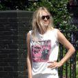 """Chloé Sevigny, en mode old school, se la joue """"skateboardeuse"""" ! Août 2009"""