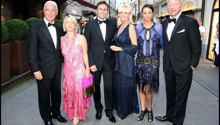 Boris Becker et son épouse Lilly Kerssenberg à Salzbourg, avant la représentation de Fidelio à laquelle ils ont été invités par le couple Beckenbauer (à gauche), le 12 août 2009