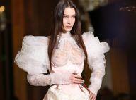 Bella Hadid, mariée audacieuse : seins dévoilés au défilé Vivienne Westwood
