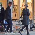 Exclusif - La princesse Béatrice d'York et son fiancé Edoardo Mapelli Mozzi, dirigeant d'une société de conseil en immobilier de luxe, se promènent dans le quartier de Notting Hill à Londres, le 17 octobre 2019.