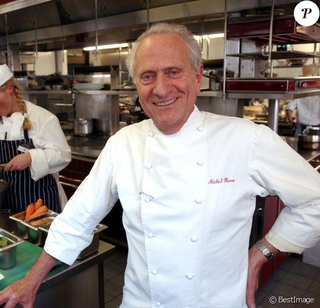 Archives - Le chef étoilé Michel Roux est juge de la Roux Scholarship competition, un concours de chef au Royaume Uni le 6 mars 2003.