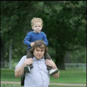 Jack Black, son fils aîné sur les épaules et sa femme à ses côtés : la recette d'un week-end réussi !