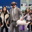 Exclusif - Nicolas Cage et sa nouvelle compagne Riko Shibatase arrivent de l'aquarium d'Atlanta à l'aéroport JFK à New York, le 28 février 2020. Nicolas a rapporté un petit souvenir de leur voyage, un beluga en peluche.