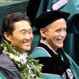 Daniel Dae Kim reçoit un diplôme à l'Université de Hawaï à Manoa, 18 mai 2014