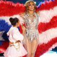 Jennifer Lopez et sa fille Emme assurent le show lors de la mi-temps du 54 ème Super Bowl au Hard Rock Stadium à Miami, le 2 février 2020.
