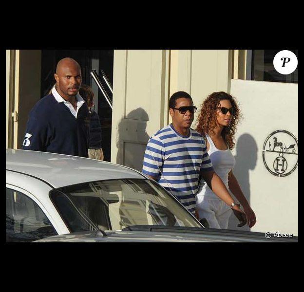 Jay-Z et Beyoncé accompagnés de leur garde du corps