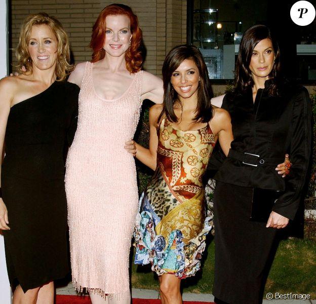"""Felicity Huffman, Marcia Cross, Eva Longoria et Teri Hatcher lors de la première de """"Desperate Housewives"""" à Beverly Hills le 4 octobre 2004."""