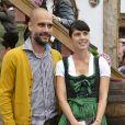 """Pep Guardiola et sa femme Cristina Serra - People célèbrent la fête de la bière """"Oktoberfest"""" en famille à Munich en Allemagne le 5 octobre 2014."""