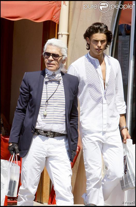 Karl Lagerfeld est à Saint-Tropez avec sa muse Baptiste Giabiconi. Août 2009