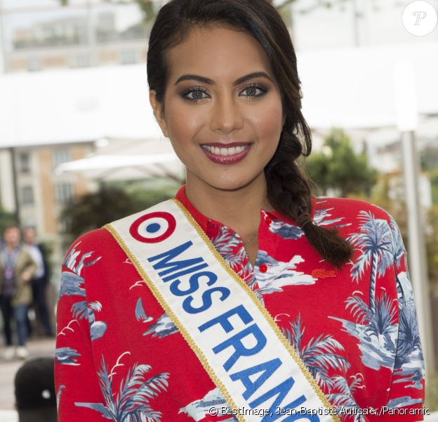 Vaimalama Chaves (Miss France 2019) dans les tribunes lors des internationaux de tennis de Roland Garros à Paris, France, le 4 juin 2019. © Jean-Baptiste Autissier/Panoramic/Bestimage