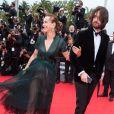 """Carole Bouquet et son fils Dimitri Rassam - Montée des marches du film """"Foxcatcher"""" lors du 67 ème Festival du film de Cannes – Cannes le 19 mai 2014."""