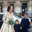 Carole Bouquet avec ses fils Dimitri et Louis le jour de son mariage avec Jacques Leibowitch en 1991.