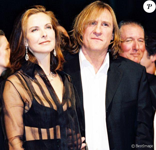 """Carole Bouquet, Gérard Depardieu lors de la présentation du film """"Astérix et Obélix"""" au Festival de Cannes le 12 mai 1998."""
