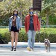 Exclusif - Henry Golding et sa femme Liv Lo sortent leur molosse avec des masques pendant l'épidémie de coronavirus (COVID-19) le 21 avril 2020.