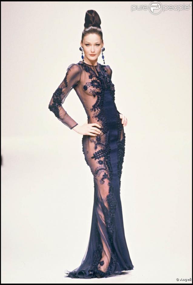 Le top model Carla Bruni... quelques années avant qu'elle ne devienne chanteuse à succès et Première Dame de France !