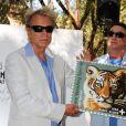 Les magiciens Siegfried et Roy présentent leur timbre à Las Vegas le 9 avril 2012.