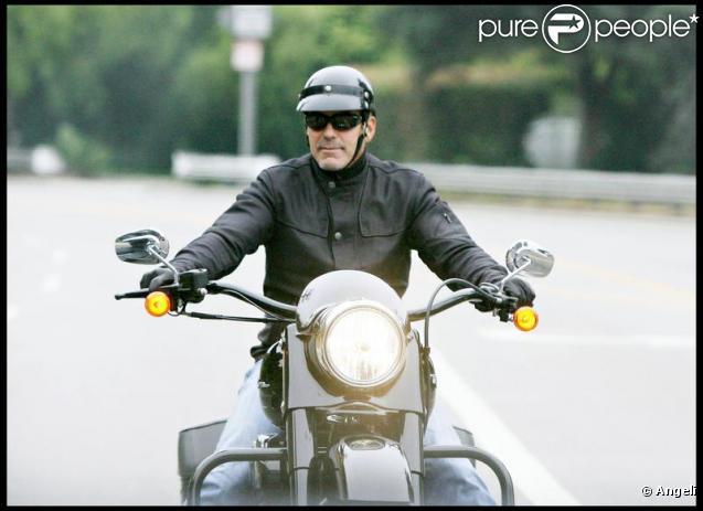 George Clooney sur sa moto