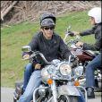 George Clooney sur sa moto avec sa nouvelle compagne