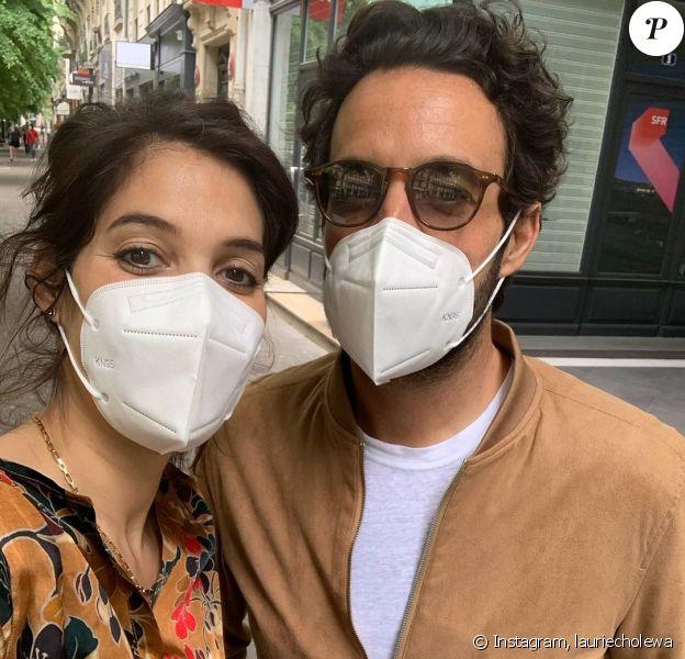 Laurie Cholewa, enceinte, chez elle à Paris. Instagram, avril 2020.