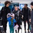 Madonna et son supposé compagnon Ahlamalik Williams à l'aéroport de New York le 27 décembe 2019. Elle est aussi accompagnée par ses jumelles Estere et Stella.
