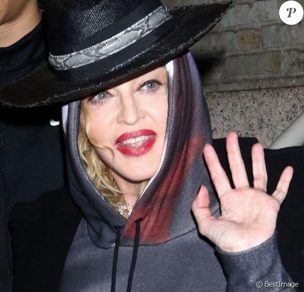 """Exclusif - Madonna porte un sweat Orange Mécanique à la sortie de la Howard Gilman Opera House avec Ahlamalik Williams après la dernière représentation de sa tournée """"Madame X Tour"""" à Brooklyn, New York, le 13 octobre 2019."""