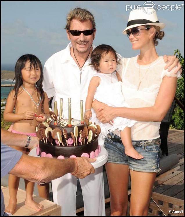 Johnny Hallyday et Laeticia avec leurs filles Jade et Joy à St Barth, le 13 août 2009