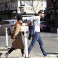 Exclusif - Julianne Moore et son mari Bart Freundlich se baladent dans les rues ensoleillées de New York, le 23 février 2020