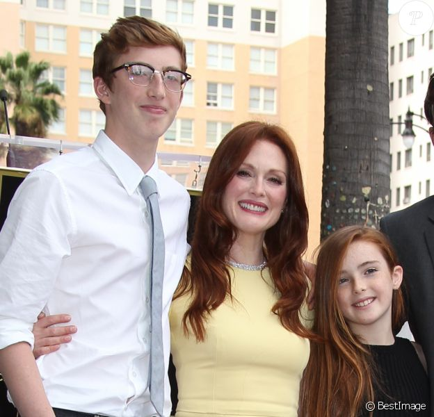 "Julianne Moore, son mari Bart Freundlich et leurs deux enfants, Caleb et Liv - Julianne Moore reçoit son étoile sur le ""Walk Of Fame"" à Hollywood, le 3 octobre 2013."