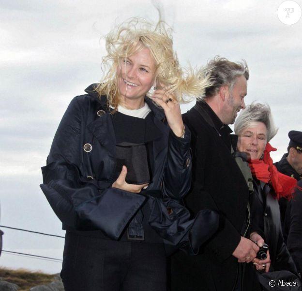 Haakon de Norvège et son épouse Mette-Marit visitent le phare  Utsira. 01/09/09