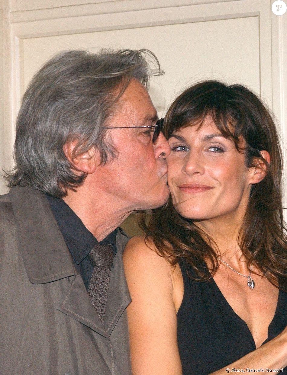 Astrid Veillon et Alain Delon - 20e de la pièce La salle de bain