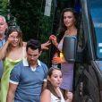 Exclusif - Nadia Parkes (en robe lilas) arrive à l'hôtel Crillon-le-Brave pour la réception pré-mariage de Joe Jonas et Sophie Turner. Le 27 juin 2019.