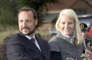 Mette-Marit et Haakon de Norvège : à eux deux, ils poussent... 800 kilos ! Ils sont folklo, ces royaux !