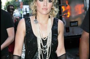 Hilary Duff remonte le temps avec classe... et nous plonge dans les années folles !