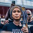 Assa Traoré - People à la manifestation de soutien à Adama Traoré devant le tribunal de Paris le 2 juin 2020. Environ 20.000 personnes ont participé mardi soir devant le tribunal de Paris à un rassemblement interdit, émaillé d'incidents, à l'appel du comité de soutien à la famille d'Adama Traoré, jeune homme noir de 24 ans mort en 2016 après son interpellation. © Cyril Moreau / Bestimage