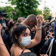 Camélia Jordana - People à la manifestation de soutien à Adama Traoré devant le tribunal de Paris le 2 juin 2020. Environ 20.000 personnes ont participé mardi soir devant le tribunal de Paris à un rassemblement interdit, émaillé d'incidents, à l'appel du comité de soutien à la famille d'Adama Traoré, jeune homme noir de 24 ans mort en 2016 après son interpellation par des policiers blancs. © Cyril Moreau / Bestimage