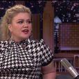 """Kelly Clarkson encourage la chanteuse Taylor Swift à ré-enregistrer ses chansons dans l'émission """"The Tonight Show"""" à New York, le 9 septembre 2019."""