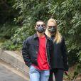 Exclusif - Joe Jonas et sa femme Sophie Turner (enceinte) prennent l'air pendant l'épidémie de coronavirus (COVID-19) à Los Angeles le 12 mai 2020.