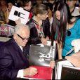 """Pierre Cardin - Réception à l'hôtel Dassault pour la parution de l'ouvrage """"Pierre Cardin, Evolution"""" en 2006 à Paris."""