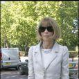 Anna Wintour ultra raffinée dans ce tailleur blanc, à Londres le 18 septembre 2007