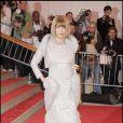 Fashion faux-pas pour Anna qu'on croirait tout droit sortie du film  La Guerre des Etoiles  !
