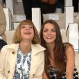 Anna Wintour tout sourire aux côtés de sa fille Bee Shaffer au défilé Chanel du 3 juillet 2007