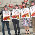 Des membres de la PETA qui manifestent contre Anna Wintour et son goût très prononcé pour la fourrure...
