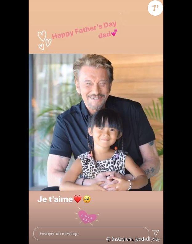 Jade Hallyday a publié une photo d'elle enfant avec son papa, Johnny Hallyday, à l'occasion de la fête de Pères le 21 juin 2020.
